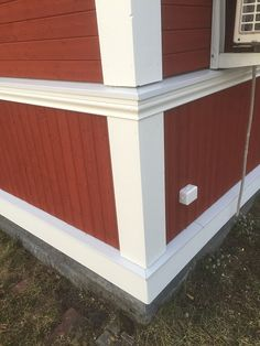 Swedish Farmhouse, Farmhouse Trim, Norwegian House, Swedish House, Baseboards, House In The Woods, House Colors, Bungalow, Building A House