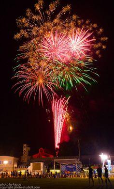 7月後半から8月にかけては花火大会ラッシュ。花火の写真を撮ろうかなーと思っている人も多いのでは?でも花火の撮影って、盛大な感じに撮るのは結構難しいんです 。そこで今回は後処理で盛大な花火に仕上げるテクニックをご紹介します!