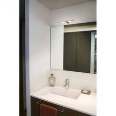 Au design simple, droit et épuré, l'applique LED pour salle de bain Terma a tout pour plaire. Composée d'acier, d'aluminium et de PMMA elle se dénote par sa finesse.