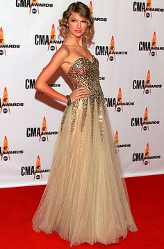 Taylor Swift's Red Carpet Style Evolution: November 2009