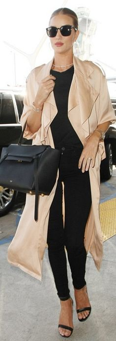 Who made  Rosie Huntington-Whiteley's watch, jewelry, black skinny jeans, sandals, black sunglasses, and tote handbag?