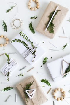 DIY Paper Straw Christmas Gift Wrap Toppers | @fallfordiy