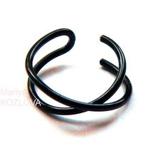 No Piercing 10mm Black Criss Cross Lip X Ring/Twisted Cuff Ring/fake... ($5.65) ❤ liked on Polyvore featuring jewelry, rings, artificial jewellery, artificial rings, cuff jewelry, lip jewellery and twist ring
