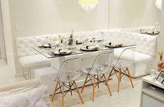 [#Inspiracao] Sala de jantar com canto alemão. Quando feito em baú, é uma ótima opção para obter mais espaço. Autor desconhecido. #cantoalemao #saladejantar #apartamento #construtoratenda #homedesing #homeinspiration #homesweethome #homedecor #architecture #designdeinteriores #bomdiaa
