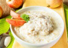 Haferflocken haben viele Ballaststoffe. Deshalb macht Dich dieses Frühstück lange satt!