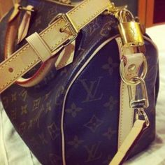 Louis Vuitton Speedy Bandoulierre - Owned #bags #fashion