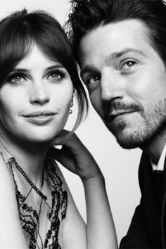 Rogue One's Felicity Jones and Diego Luna look to the stars in this photo. #refinery29 http://www.refinery29.com/2017/01/135351/backstage-portrait-golden-globes-photos#slide-6
