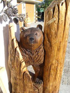 Bär aus Holz geschnitzt von Melchior Trummer 3715 Adelboden