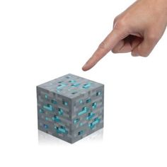 Sehr cooler Minecraft Diamond Ore LED Würfel.  #LEDLights #LED 'Minecraft #DiamondOre #GeekStuff #Gadgets #Nachttischlampe # NerdStuff #Devallor