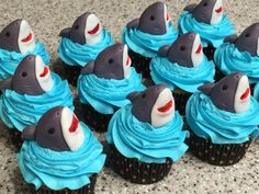 recipe: shark cupcake topper [37]