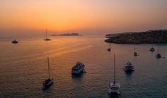Sunset and boats . Aerial Photography, Landscape Photography, Photo Voyage, Drones, Sunsets, Boats, Globe, Photos, Inspire