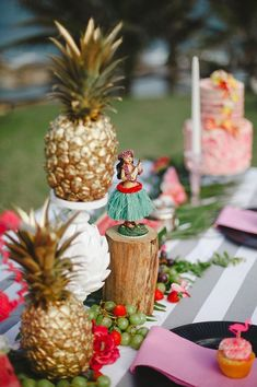 Everyone will be in a party mood with these tropical themed bridal shower decorations.
