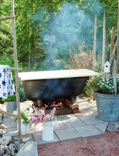 This is so going to happen in our garden too! Outdoor Bathtub, Outdoor Bathrooms, Garden In The Woods, Lawn And Garden, Forest House, Outdoor Living Areas, Rustic Outdoor, Dream Garden, Backyard Landscaping