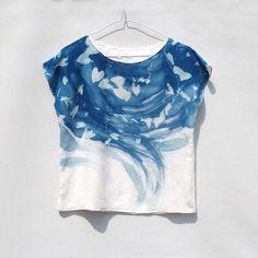 Midnight Ivy - Cyanotype Tee - Silk Top - Blouse - T-shirt silk crepe, handmade blouse. Fabric Painting, Fabric Art, Fabric Design, Cyanotype Process, Sun Prints, Shibori Tie Dye, Techniques Couture, Frack, Textiles