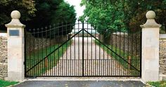 aluminum-fence-with-gate.jpg (570×300)