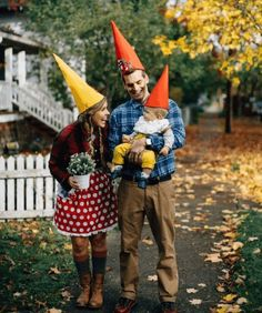 2019 Family Halloween Costumes: Cute & Creative Family Costume Ideas - - Looking for a great family costume ideas? Find the best family Halloween costumes with this list of super cute and easy, DIY family costumes! Halloween Costume Couple, Theme Halloween, Halloween Costume Contest, Cute Halloween Costumes, Holidays Halloween, Halloween Kids, Baby Gnome Costume, Halloween Decorations, Children Costumes