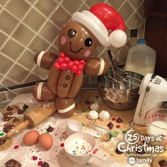 How adorable is this gingerbread man balloon from 365 Days of Balloons!?