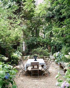 A little magical secret garden hidden away in New York. Via @thedesignfiles