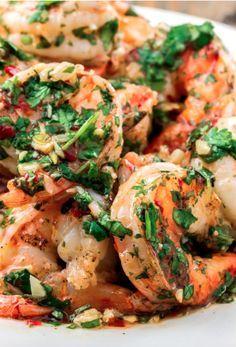 Recette de crevettes grillées sauce à l'ail rôti et coriandre! #recette #santé #crevette #grillées #ail #coriandre
