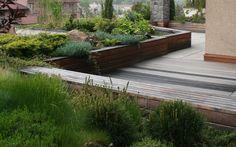 střešní zahrada bytu s využitím vyvýšených záhonů / roof garden of private flat using raised beds Garden Bridge, Roof Gardens, Outdoor Structures, Patio, Terraces, Outdoor Decor, Design, Home Decor, Decks