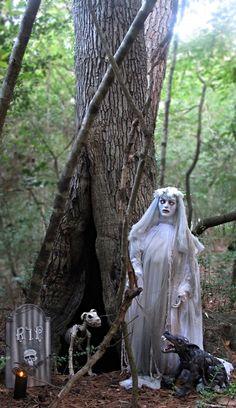 Photo Credit: Laura Estrada | Grandin Road Spooky Décor Challenge 2014