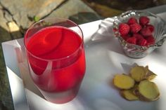 This delectable creation will blow you away - with bright flavors and good-for-you nutrients, we bet you didn& know eating right could taste this good. Raspberries are high in antioxidants alpha . Raspberry Smoothie, Smoothie Drinks, Smoothie Recipes, Healthy Juices, Healthy Drinks, Healthy Recipes, Aip Diet, Beta Carotene, Homemade