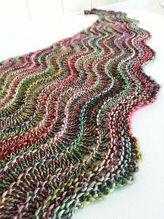 Knitting Patterns Ravelry Ravelry: MrsDanvers& sea line shawl Easy Knitting Patterns, Shawl Patterns, Knitting Stitches, Knitting Projects, Crochet Patterns, Free Knitting, Kids Knitting, Knitting Machine, Knitting Charts