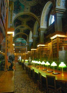 #biblioteca #AsambleaNacional con pinturas de #Delacroix en el techo  aprende más sobre #palacios, #iglesias, #cementerios y #monumentos de #Paris #Francia en nuestro último artículo