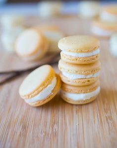 Vanilla Bean Macarons with Vanilla Bean Buttercream Filling: Including a Recipe … Vanilla Bean Macarons with Vanilla Bean Buttercream Filling: Including a Recipe Video! Macaroon Filling, Macaroon Cookies, Vanilla Macaron Filling Recipe, French Macarons Recipe Flavors, Macaroons Flavors, Meringues Recipe, Shortbread Cookies, Baking Recipes, Cookie Recipes