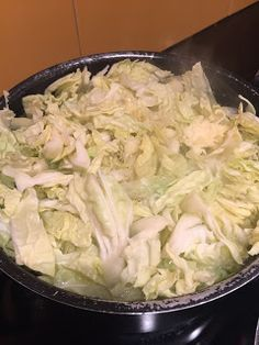 A Tasca do Rato: Alheira em cama de broa Catering, Cabbage, Vegetables, Kitchen, Meal Recipes, Meat Recipes, Tasty Food Recipes, Tailgate Desserts, Cakes
