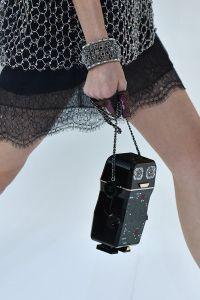 Tecnologia para o bem e para o mal no desfile da Chanel em Paris. | Dona Elegância https://donaelegancia.wordpress.com/2016/10/04/tecnologia-para-o-bem-e-para-o-mal-no-desfile-da-chanel-em-paris/