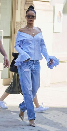 Who: Rihanna What: On the shoulder top Why: The style icon and the recent VMA Vanguard Award-winning Estilo Rihanna, Mode Rihanna, Rihanna Style, Rihanna Looks, Star Fashion, Look Fashion, Fashion Outfits, Womens Fashion, Fashion Trends