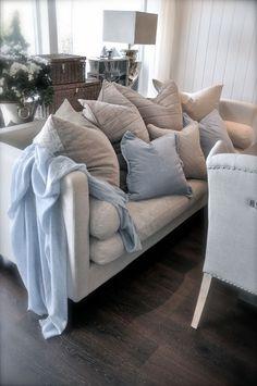 VillaPaprika - blue pillow