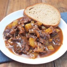 Myslíme si, že by sa vám mohli páčiť tieto piny - Goulash, Pot Roast, Food And Drink, Vegetables, Cooking, Ethnic Recipes, Fine Dining, Red Peppers, Carne Asada
