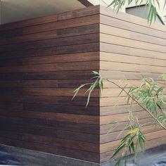 Súmale estilo a tu exterior. Perfil: teca/ ipe UH02 Zapopan, Jalisco.  #Muro #deck #Latinoamérica #NewTechWood #Naturale #UltraShield #Pisos #Exteriores #Sustentable #Garantía25años #CeroMantenimiento #MaterialReciclado #Green #Outdoor #25yearswaranty #Ecológico #Arquitectura #Home #estilodevida