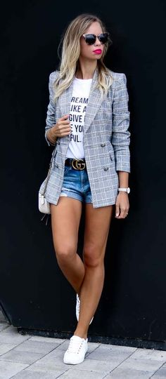 Casual Summer Outfit with Zara Blazer, destroyed denim shorts, statement shirt, white Tommy Hilfiger Sneakers, Gucci Belt, Prada Sunnies and white Gucci Marmont Bag - Streetstyle, Style, Look, Outfit, Sommer, casual, chic #casualchicoutfit