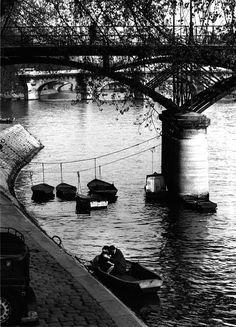 Willy Ronis - Amoureux du Pont des Arts, Paris