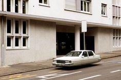 """""""Air Drive"""", une jolie série de voitures volantes aux accents rétro futuristes réalisée par le photographe français Renaud Marion"""