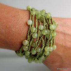 Ridiculously simple Sc chain  Add beads ~great #or using up randoms ~clasp? ~ wear it as necklace *or* bracelet? Bead Crochet, Crochet Stone, Bracelet Crochet, Crochet Jewellery, Beaded Jewelry, Brassard, Gold Spray, Jade Beads, Stone Bracelet