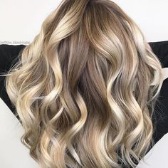 Long hairstyles with warm and bright balayage highlights is really awesome for every women to wear in Use these timeless and easy highlights for gorgeous hair color look. See here our top collection of hair balayage highlights for long hair to try in Easy Hairstyles For Long Hair, Long Curly Hair, Curly Hair Styles, Cool Hairstyles, Balayage Brunette Long, Balayage Hair, Dark Blonde Ombre, Blonde Hair, Brunette Hair