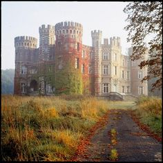 Abandoned Castles to Visit - Chateau de Moulbaix near Ath, Belgium. Built in it has been abandoned for about 4 years and is supposed to be for sale. Cool - Why abandoned castles are top choice in travelers Abandoned Castles, Abandoned Mansions, Abandoned Houses, Abandoned Places, Old Houses, Manor Houses, Beautiful Castles, Beautiful Buildings, Beautiful Places