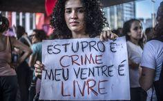 Comissão especial da Câmara dos Deputados aprovou, por 18 votos a 1, o texto-base da proposta. Grupo caminhava pela Avenida Paulista em direção à Praça Roosevelt, no Centro. Thing 1, Base, Proposal, Pregnancy, Women, Vows, Feminism, Group, Centre