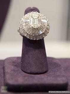 Lorraine Schwartz diamond ring belonged to Elizabeth Taylor