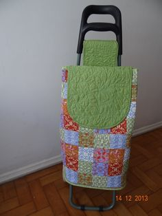 Bildergebnis für carros compra patchwork Chariot A Roulette, Handmade Bags, Straw Bag, Apron, Knit Crochet, Applique, Projects To Try, Patches, Quilts