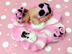 Fondant Baby Girll Laying on a Flower Print design   por anafeke