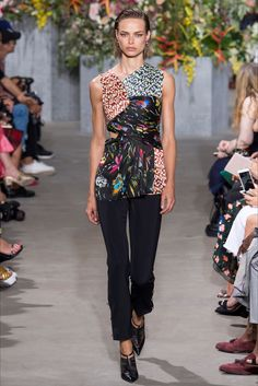 Guarda la sfilata di moda Jason Wu a New York e scopri la collezione di abiti e accessori per la stagione Collezioni Primavera Estate 2018.