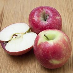 """11 Home Remedies You Can Find in Your Kitchen With slide show >>>> #10. Apples for Heartburn Avoiding trigger foods like soda, high-fat beef, and anything fried is the best way to deal with acid reflux. One food that should keep in your diet: apples. """"Apples have pectin, a soluble fiber that's really great at absorbing stomach acid,"""" says.... Healthy Life, Healthy Snacks, Healthy Eating, Filling Food, Appetite Control, Apple Cake, Apple Recipes, Diet Recipes, Cake Recipes"""