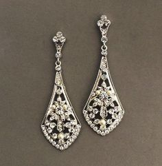 Art Deco design bridal earrings. Material: Swarovski pearl, rhinestone in silver tone    Size: 3 inches L    ✿ This piece is handmade to order and