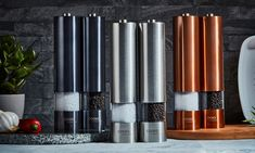 Groupon Goods Global GmbH: Cooks Professional Salt and Pepper Mill Set