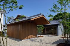 dai nagasaka's house in nijyooji features oversized gabled roof - designboom | architecture & design magazine :)
